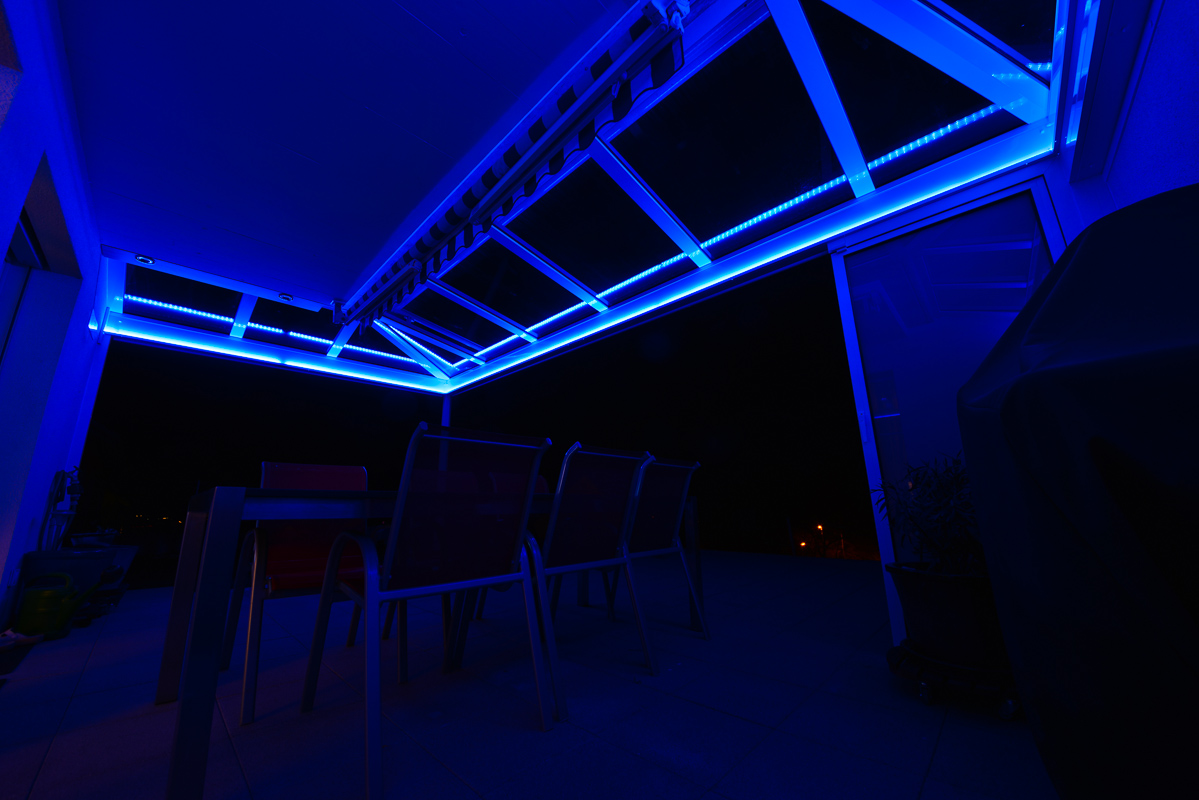 Gartensitzplatz mit indirekter rgb led beleuchtung - Led beleuchtung zimmer ...