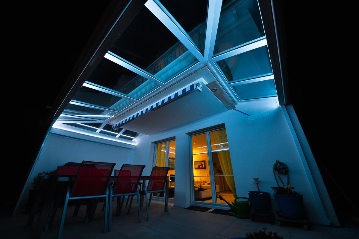 gartensitzplatz mit indirekter rgb led beleuchtung. Black Bedroom Furniture Sets. Home Design Ideas