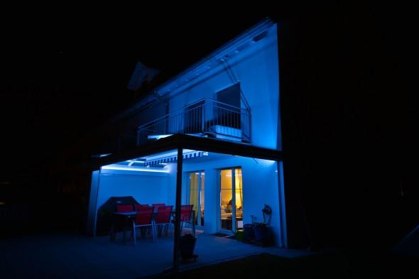 Gartensitzplatz - Sitzplatzüberdachung mit RGB LED Beleuchtung