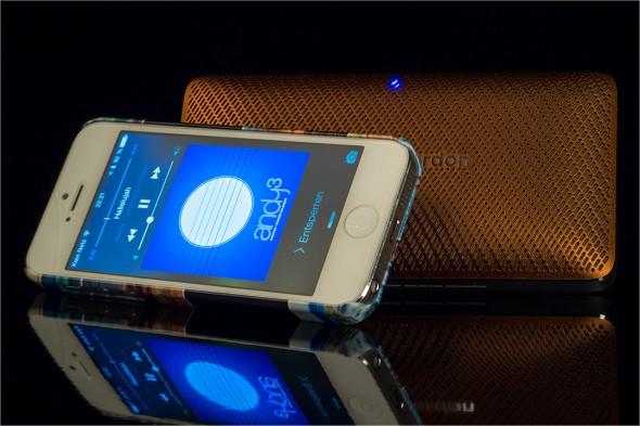 Dient auch als Ladegerät für's iPhone oder andere Smartphones
