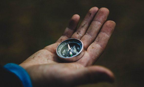 Kompass in Hand